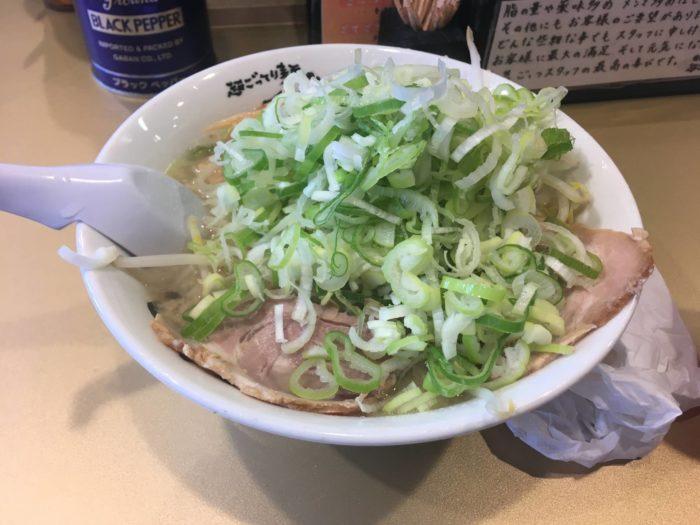 超ごってり麺 ごっつの『しょうゆラーメン750円』薬味マシ