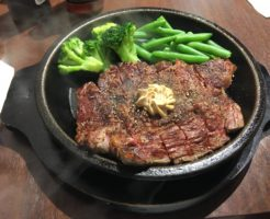 いきなり!ステーキでワイルドステーキのチェンジブロッコリー トッピング追加インゲン