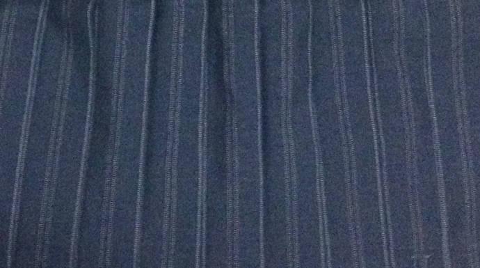 制服グレーと白ボーダー柄のスカート