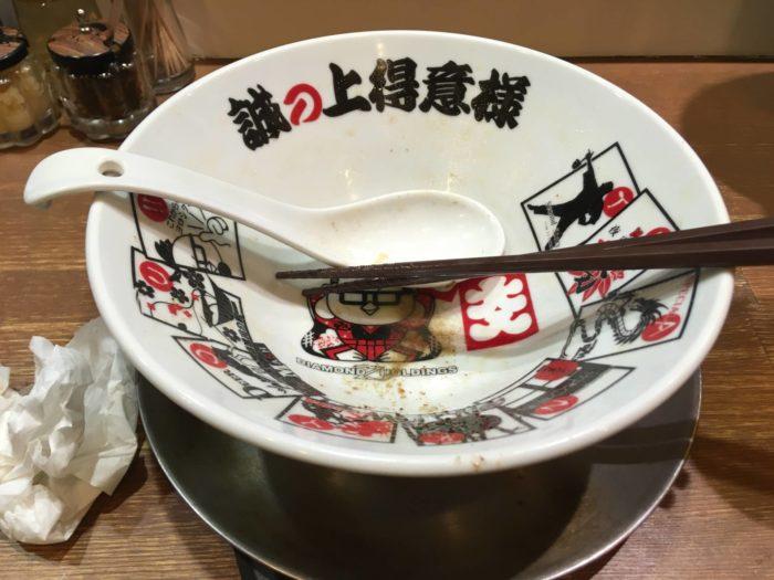 麺大盛りのヤシオマスの塩そばを完食した丼