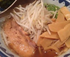 麺処なんでやねんの醤油麺メンマトッピング