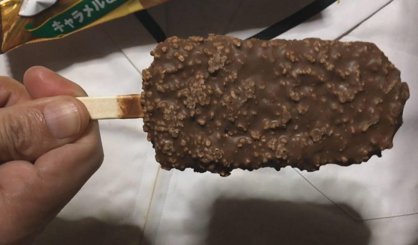 クランキーアイスバー キャラメル&クッキーのアイス全体図