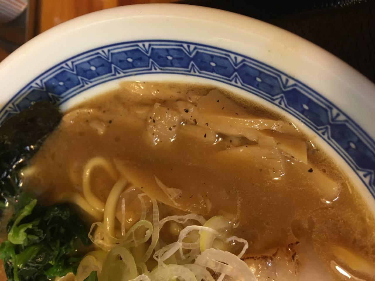 「麺屋 頂 中川會」濃厚魚介鶏らーめんのメンマ