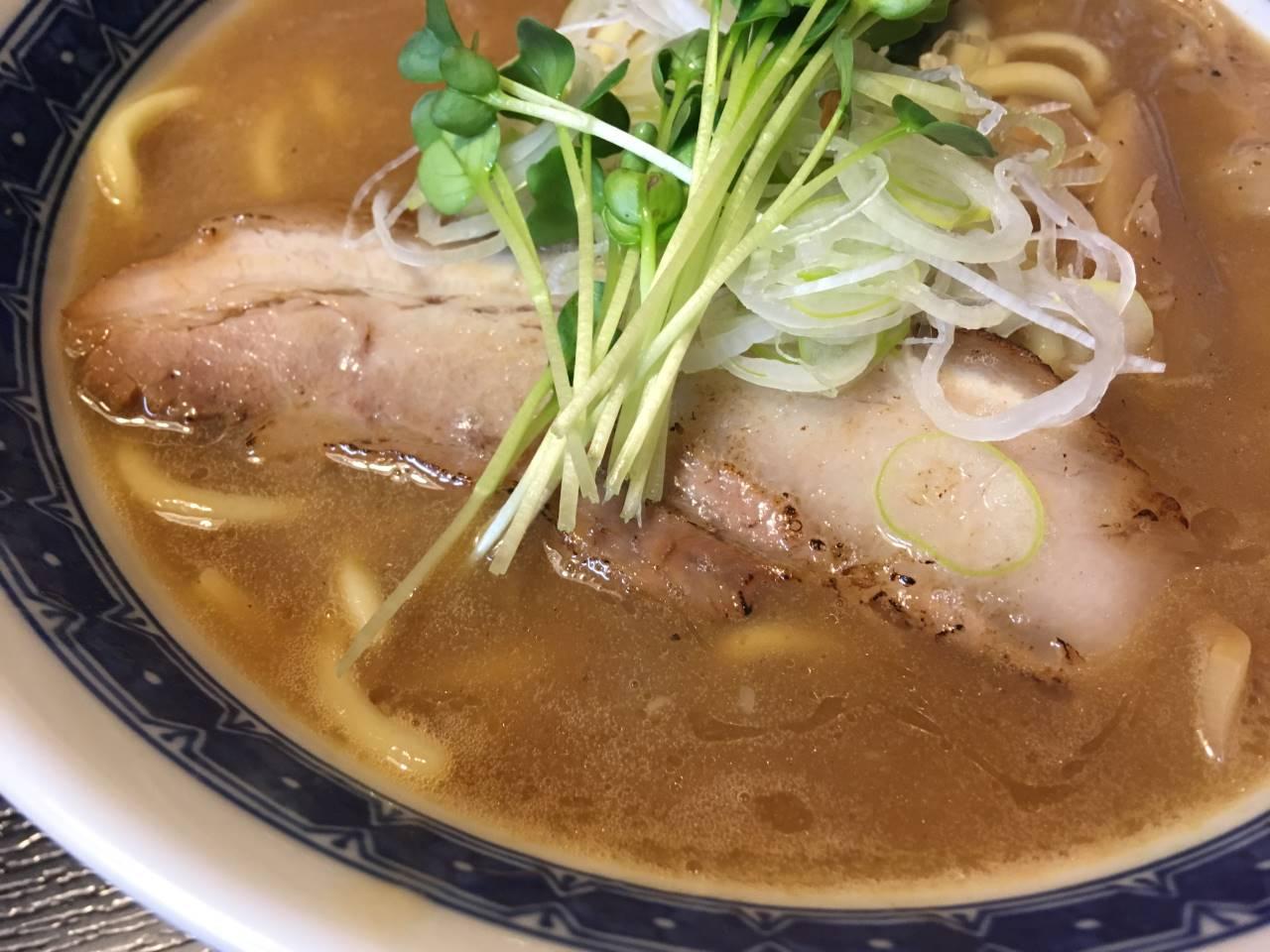 「麺屋 頂 中川會」濃厚魚介鶏らーめんの煮豚