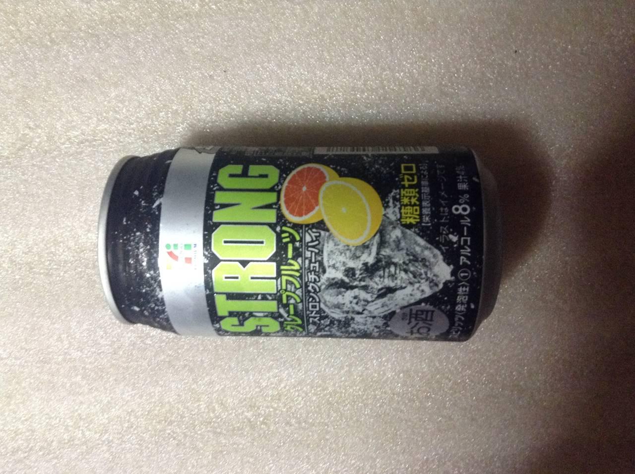 セブン&アイ チューハイストロング グレープフルーツ糖類ゼロの缶デザイン