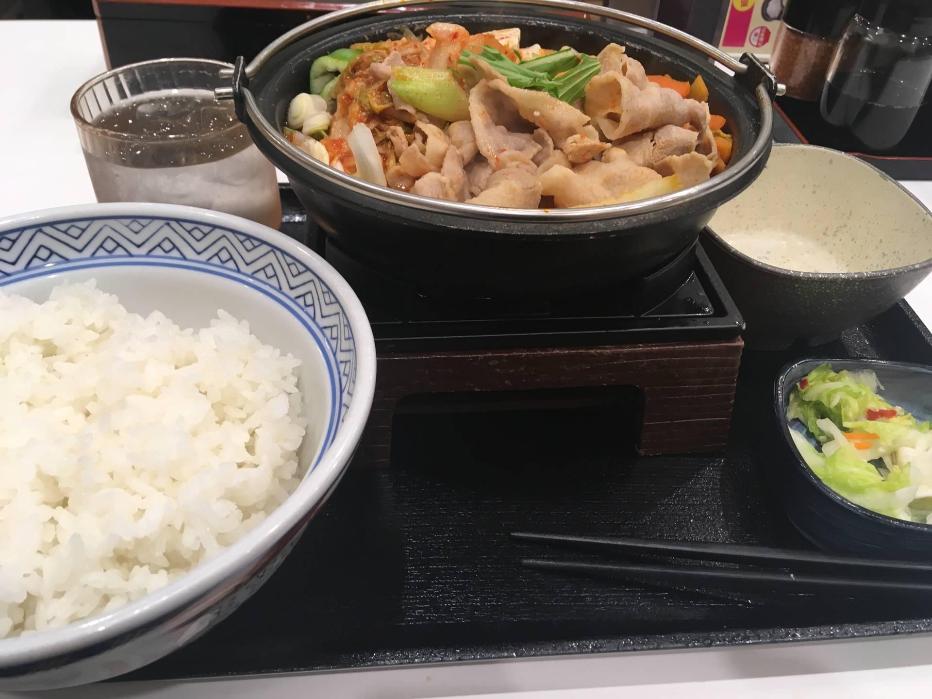 写真 3食目:鬼辛豚チゲ鍋膳(セット)を大盛|吉野家