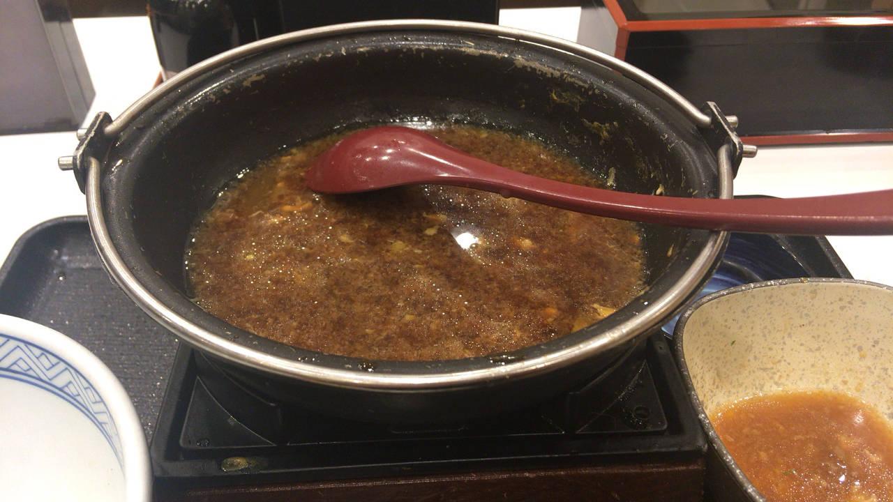 吉野家の牛すき鍋膳650円に溶き卵入れて食べ終えた丼