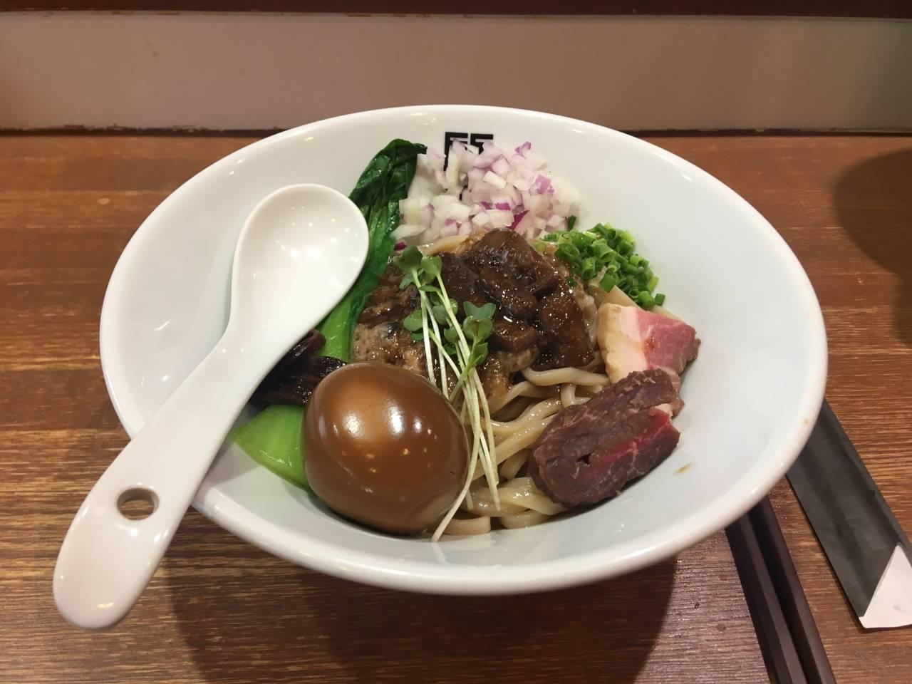 サンマとイカのまぜそばの写真竹末東京プレミアム