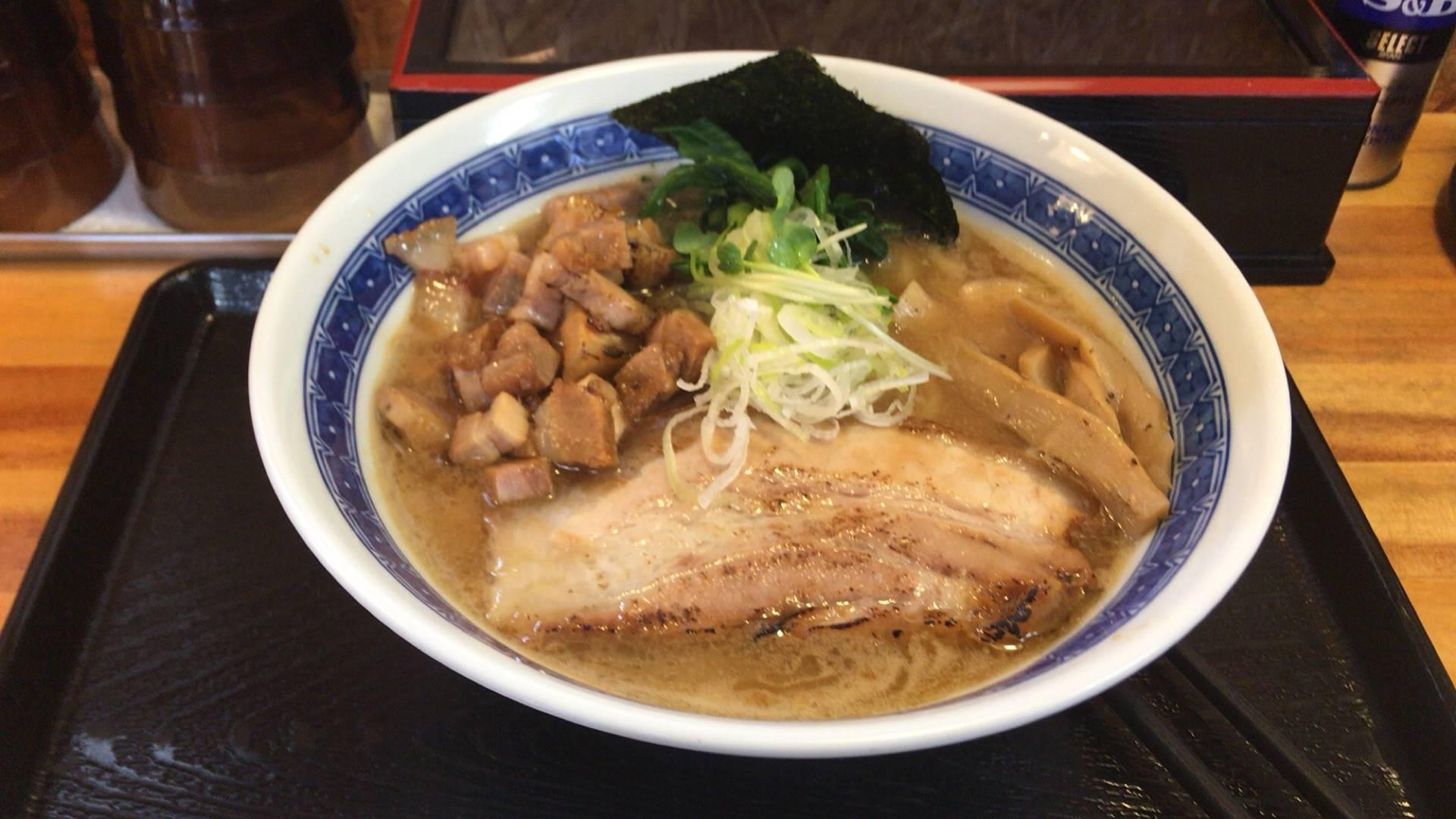濃厚魚介鶏らーめん800円と、くずチャーシュー100円「麺屋 頂 中川會」