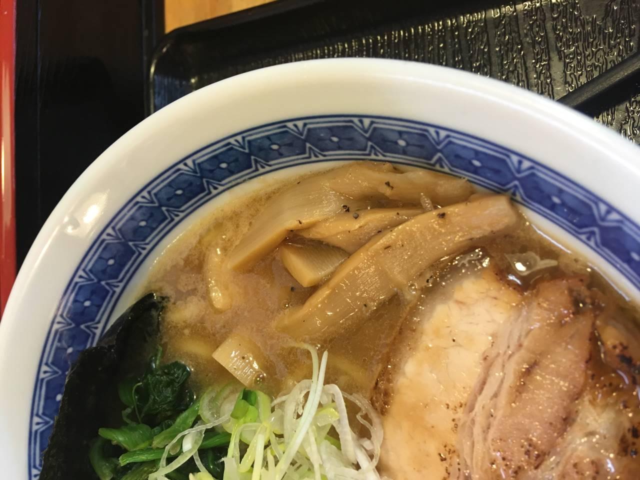 濃厚魚介鶏らーめん800円のメンマ