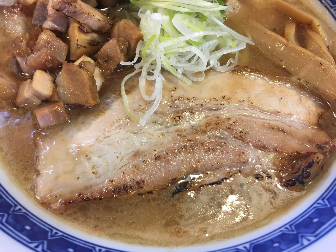 濃厚魚介鶏らーめん800円のチャーシャー