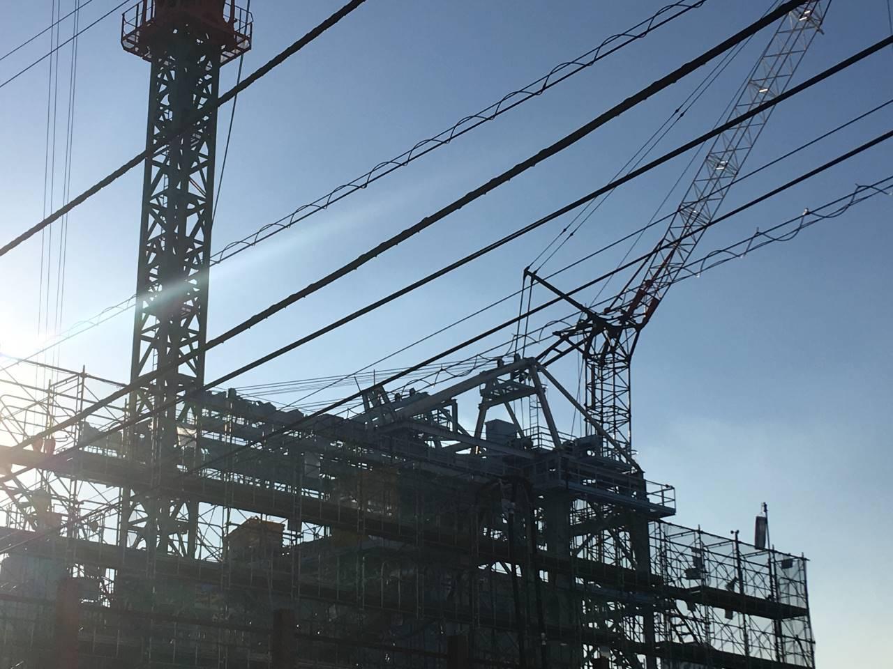 建設現場に見える重機の写真