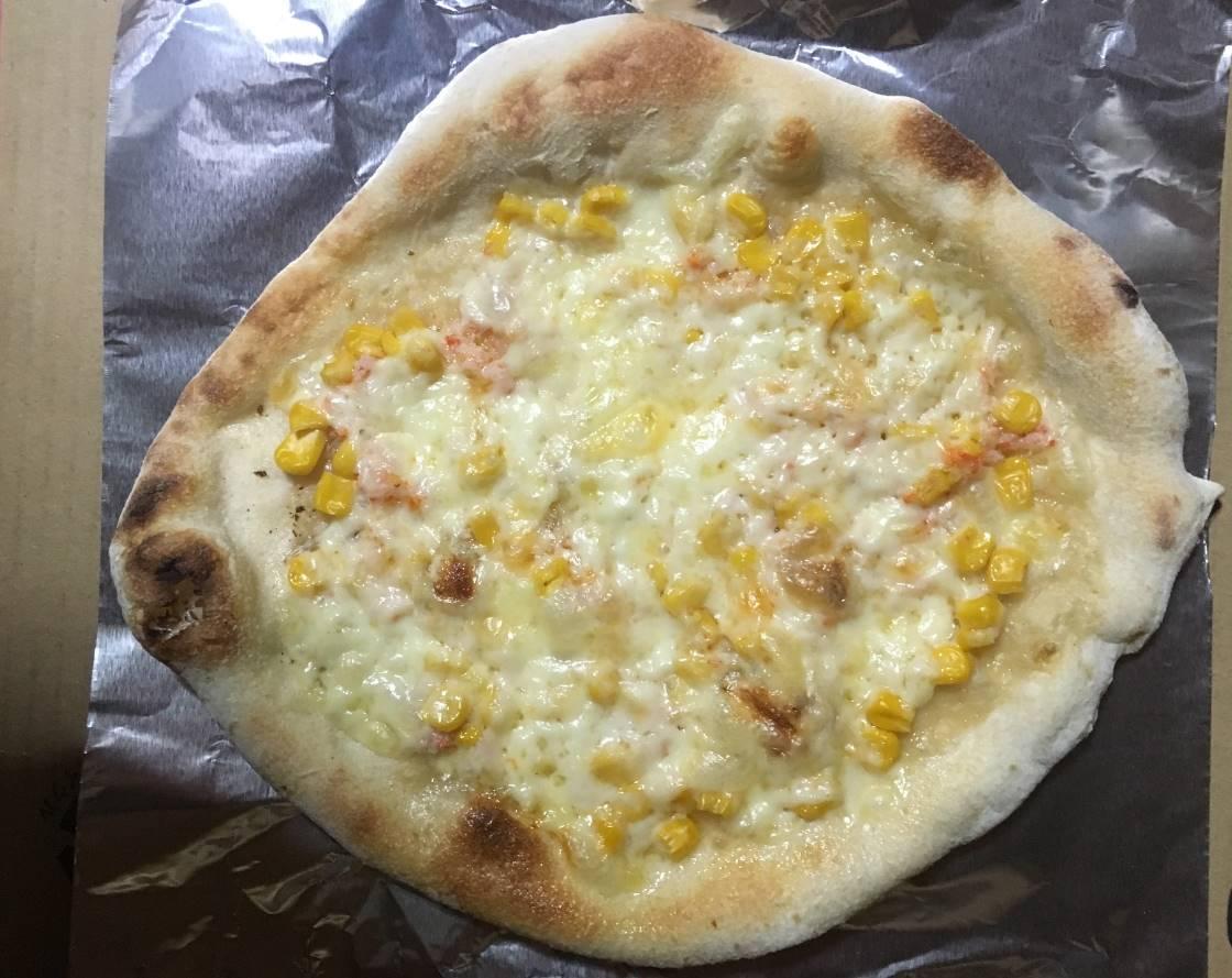 焼いたカニマヨコーンのピッツア|薪窯ナポリピザ フォンターナ