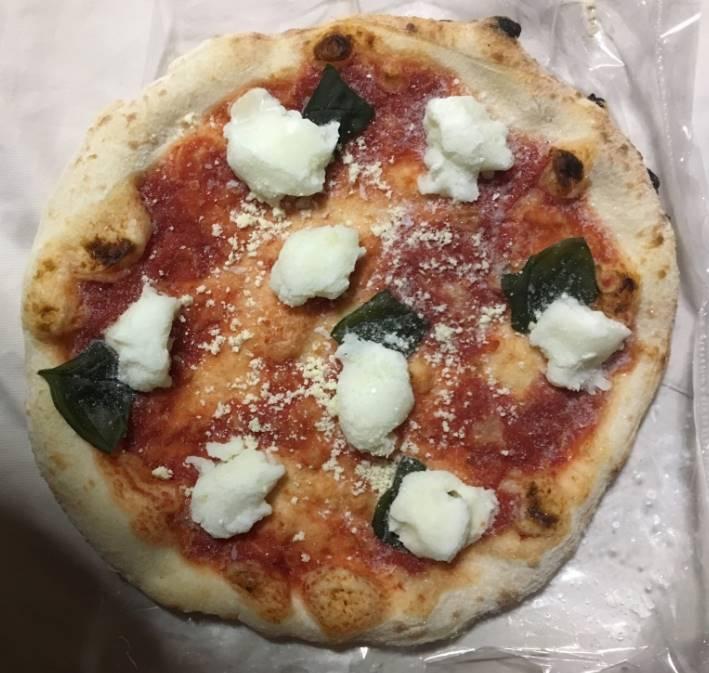 袋から出したピザ マルゲリータブッファラ|薪窯ナポリピザ フォンターナ