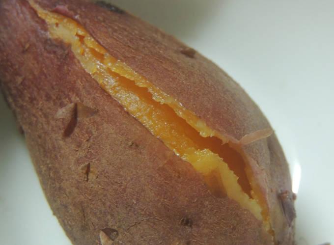 安納芋の中身が見えている図