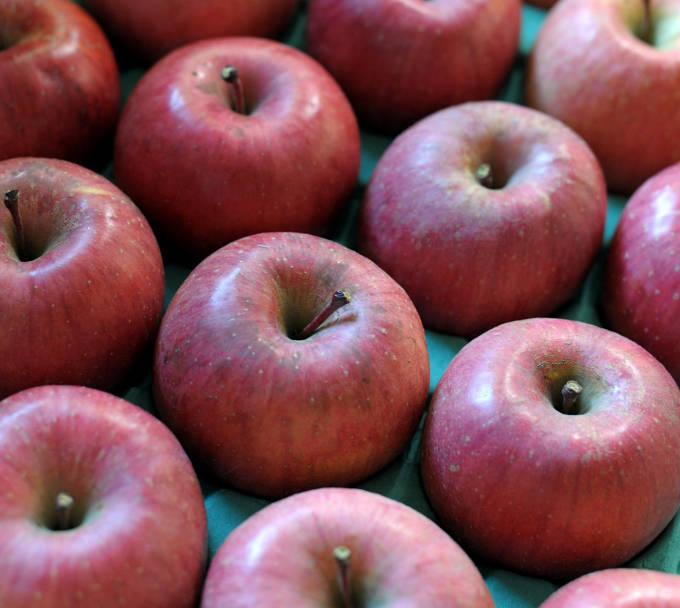 箱詰めされたリンゴ