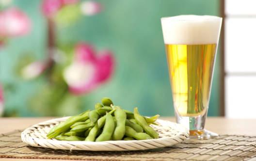 枝豆とビールの写真