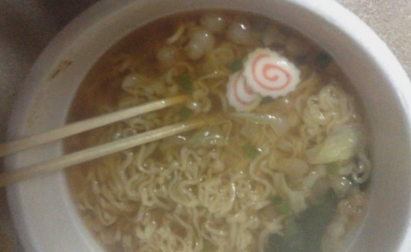 完成した出来上がりの状態 ノンフライ麺中華そば醤油味(テーブルマーク):
