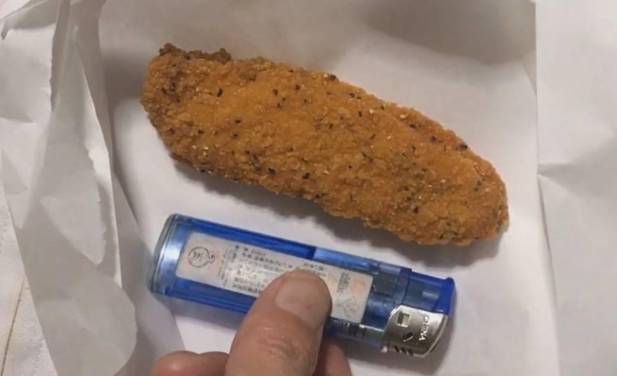 チキンテンダーはライターより少し大きい程度