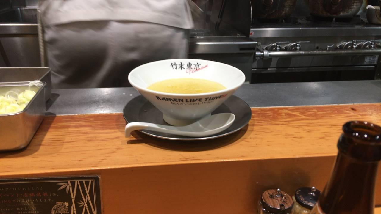 竹末東京プレミアムで塩そばが作られていくさまの丼