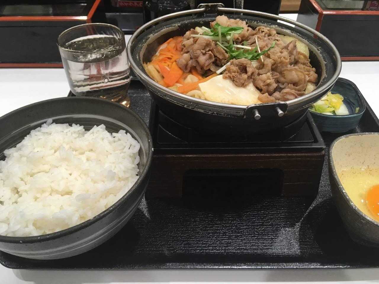 吉野家で2018年1月31日に食べた「すき鍋膳」650円並盛のセット