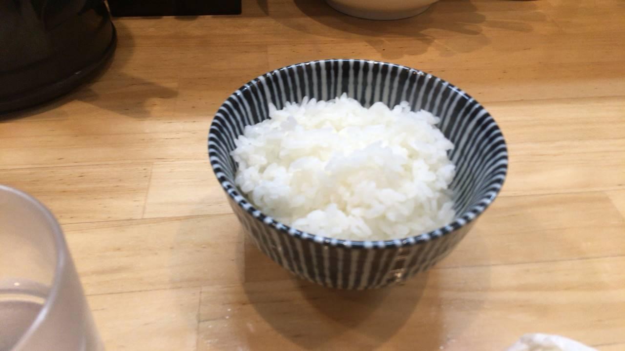 辛そば850円とランチタイムのライス(無料)|ラーメンソレナリ