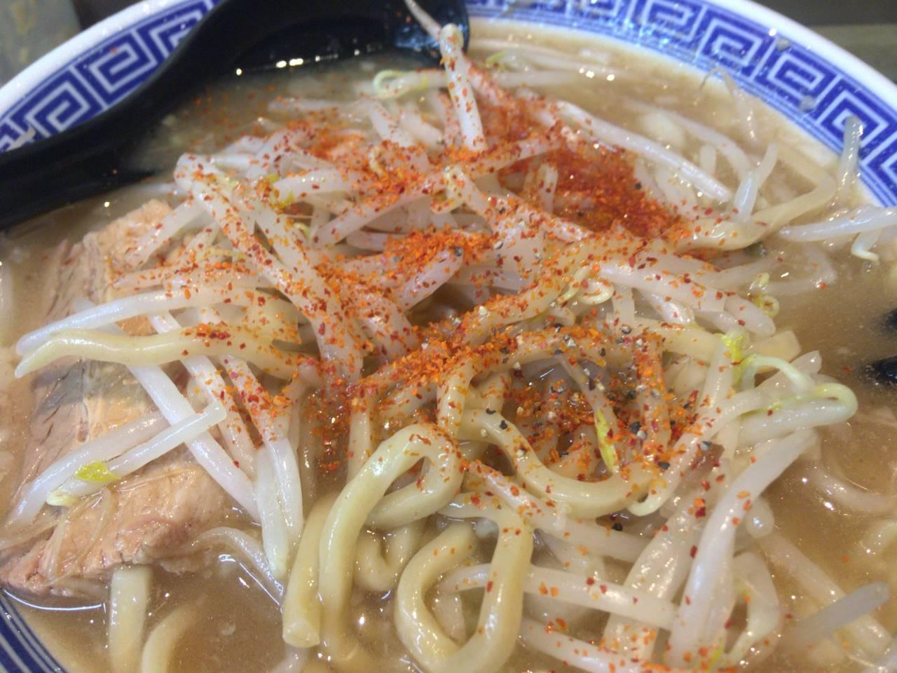 ふじ麺2回目唐辛子かけて食べた