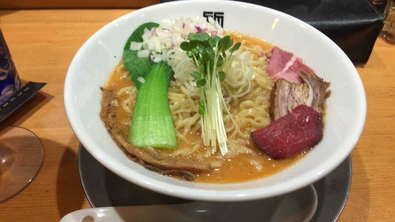 ヤシオマスの塩そば(880円)+麺大盛り(100円)