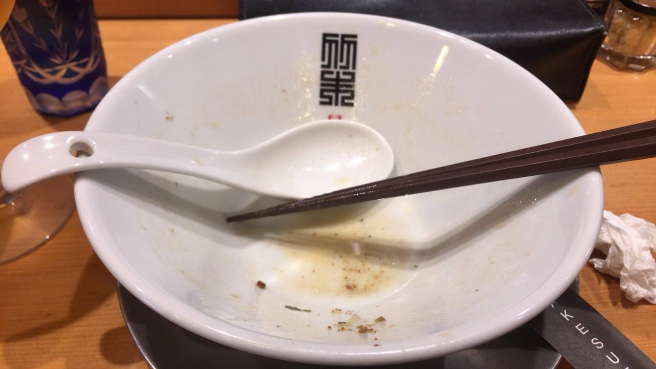 ヤシオマスの塩そば(880円)+麺大盛り(100円)完食した丼