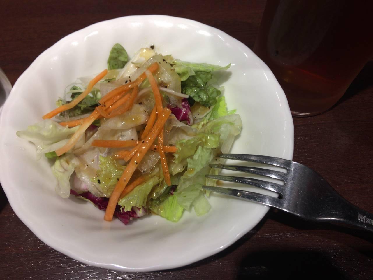 ランチタイムのサラダ