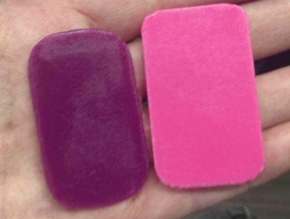 ラーメン二郎亀戸店の食券:ラーメンが紫 キムチがピンク