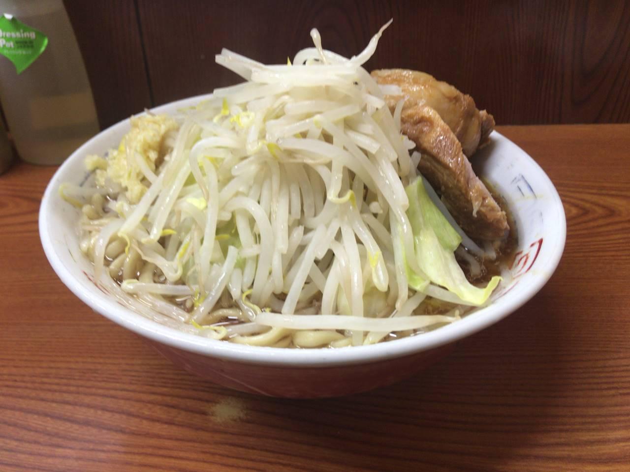 ラーメン二郎 亀戸店ラーメン730円麺硬め少な目 ヤサイ増しニンニク