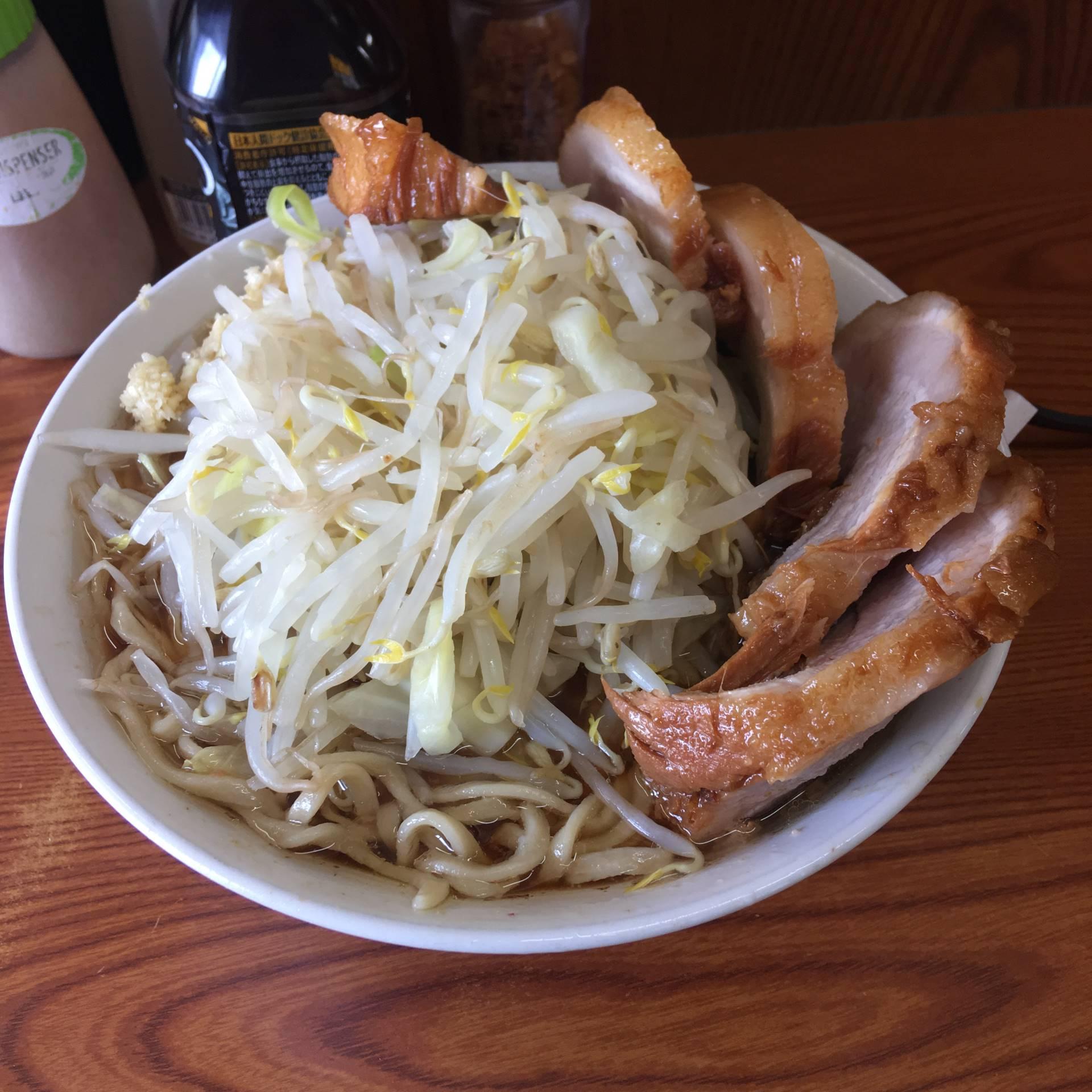亀戸二郎18回目 豚入りラーメン(豚肉5枚)830円「ヤサイニンニク」