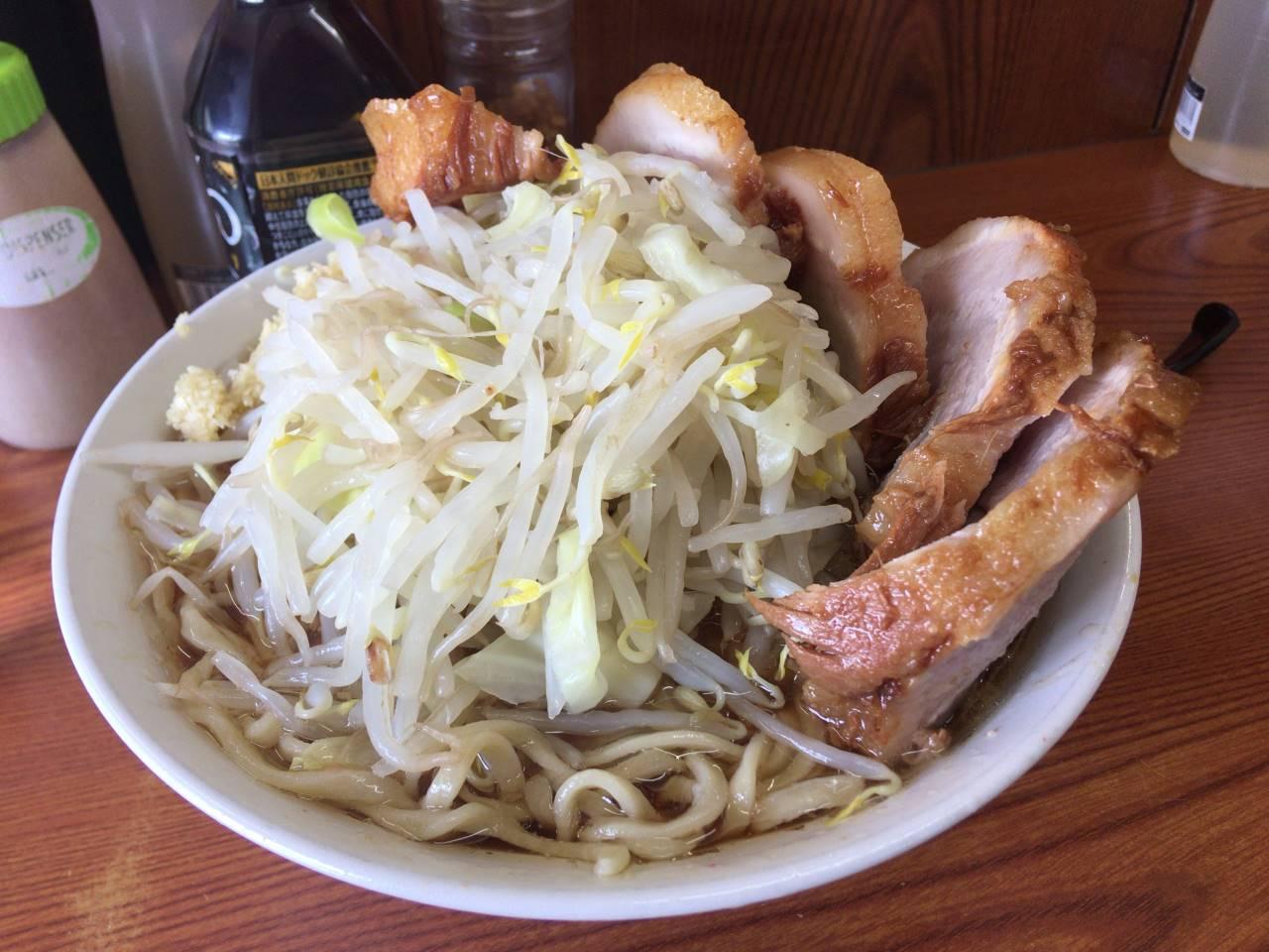 豚5枚入りラーメン830円「ヤサイニンニク」