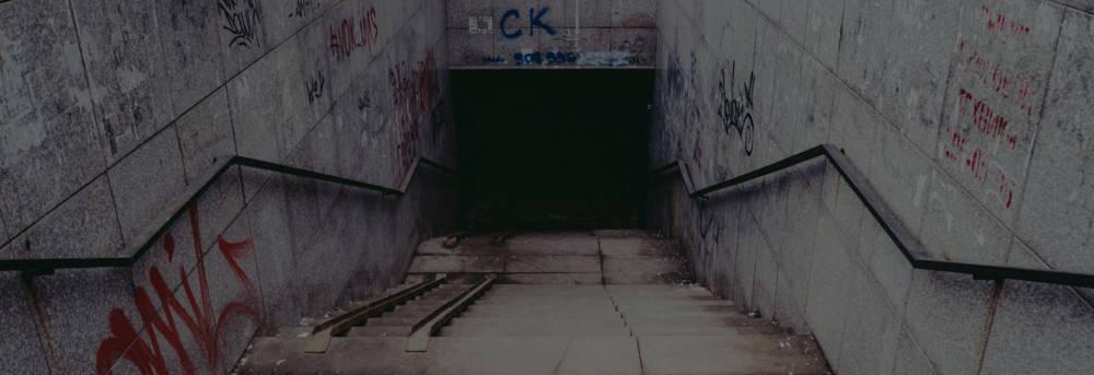 不気味な地下通路