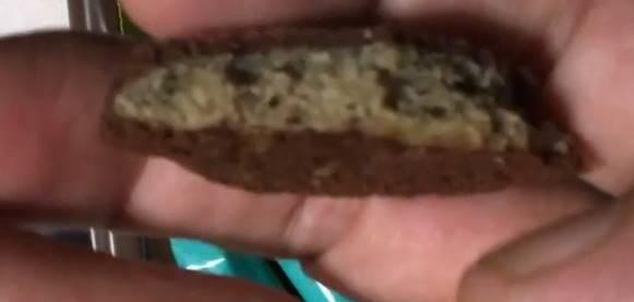 2口食べた断面図 カントリーマアム  チョコミント 不二家チョコチップクッキー