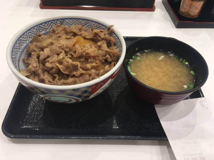 吉野家牛丼並盛と味噌汁