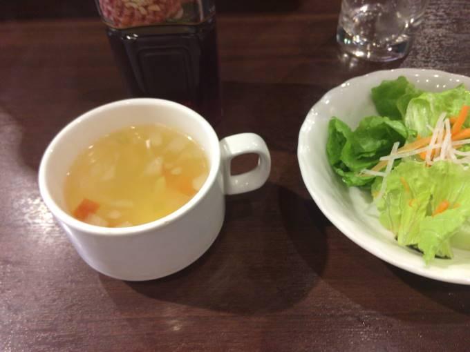 ランチタイムワイルドステーキに付くスープ