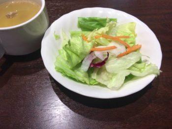 いきなり!ステーキ浅草駅前店でランチタイムのサラダ