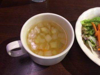 玉葱がたっぷり入ったスープ