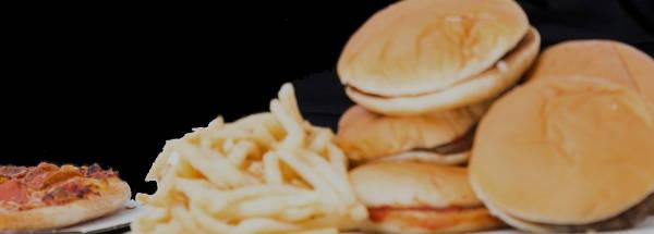 ピザ・フライドポテト・ハンバーガーの写真