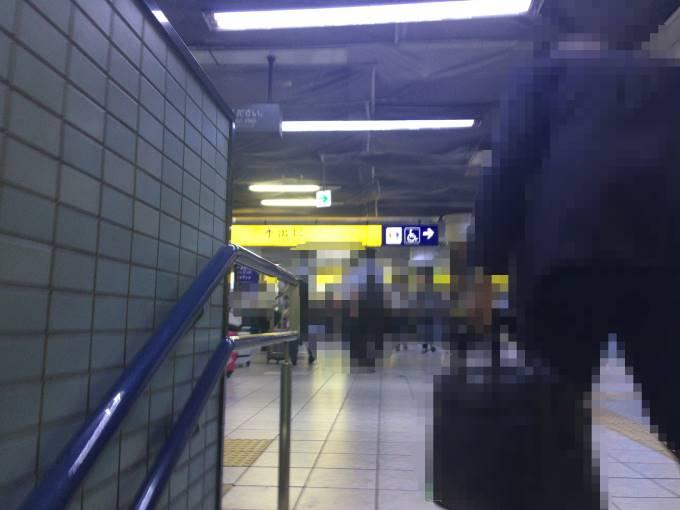 電車から降りて羽田空港に向かう途中