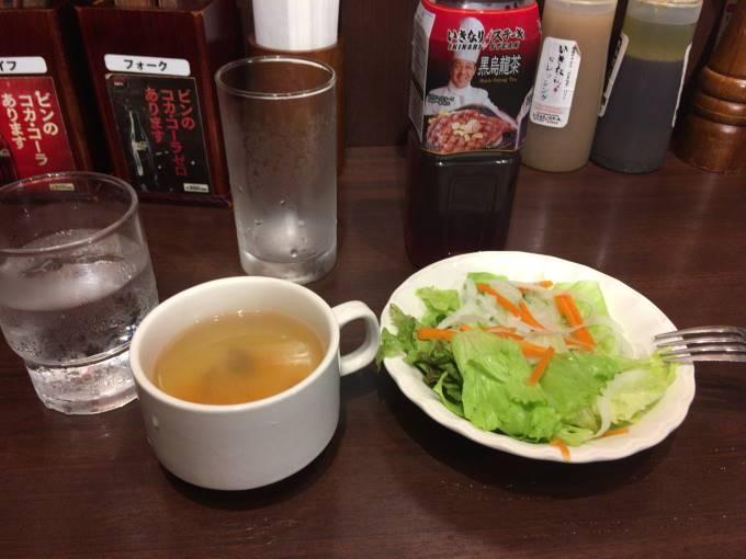 ランチタイムメニューに付くサラダとスープ