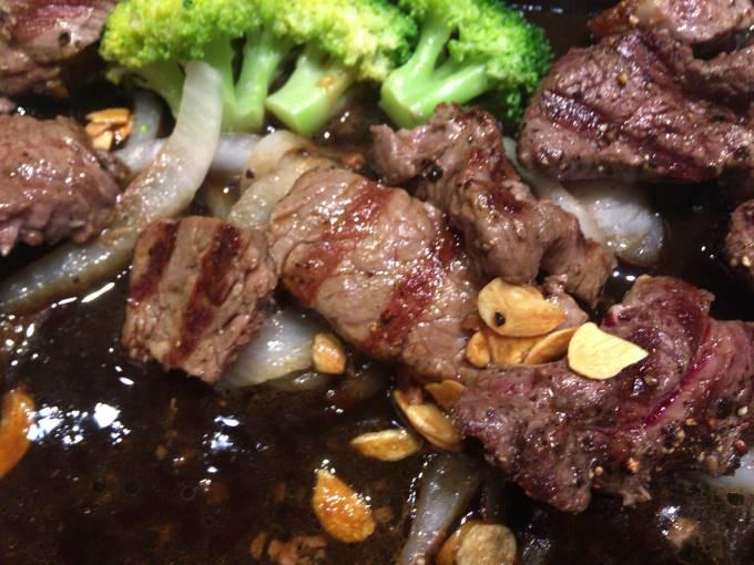 網の焼き目のようなものが入った肉 いきなりステーキ オリナス錦糸町店