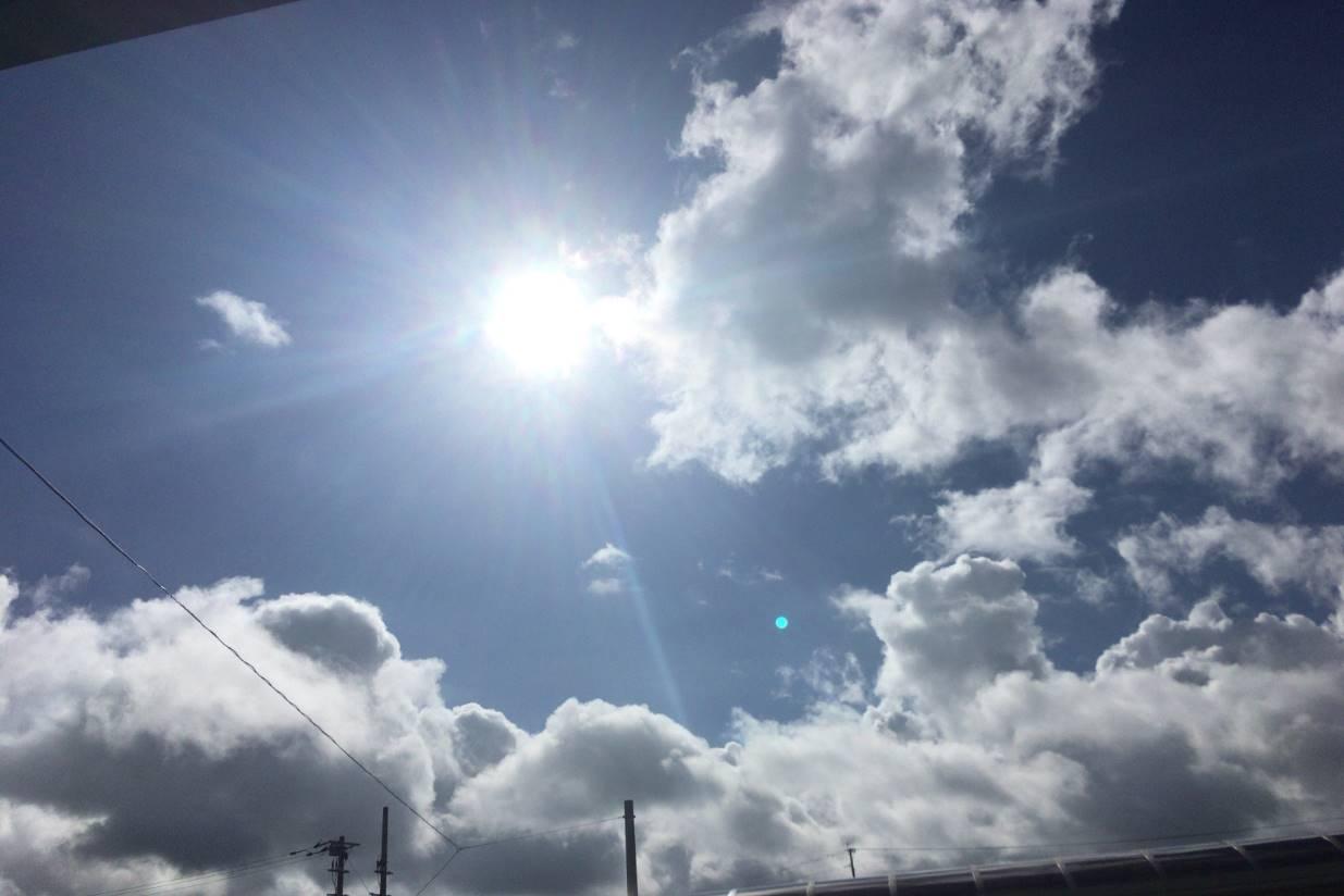 日本の南の島で見る空