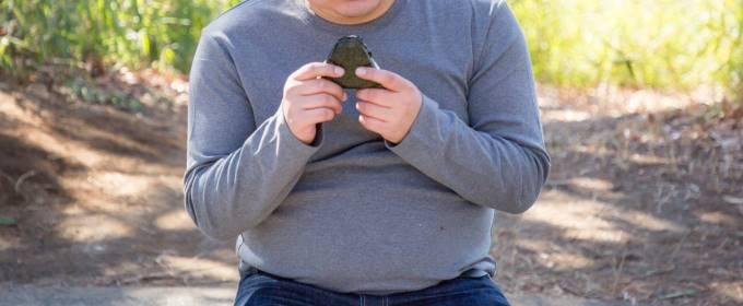 太った体形の男性のお腹