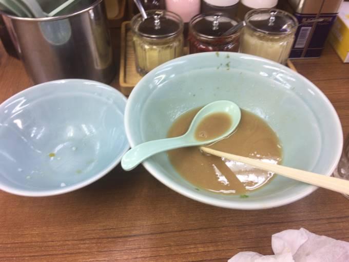 スープは濃いので飲み干さない