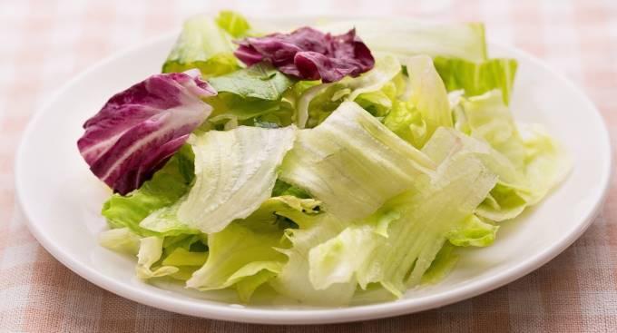 葉野菜だけのサラダの写真