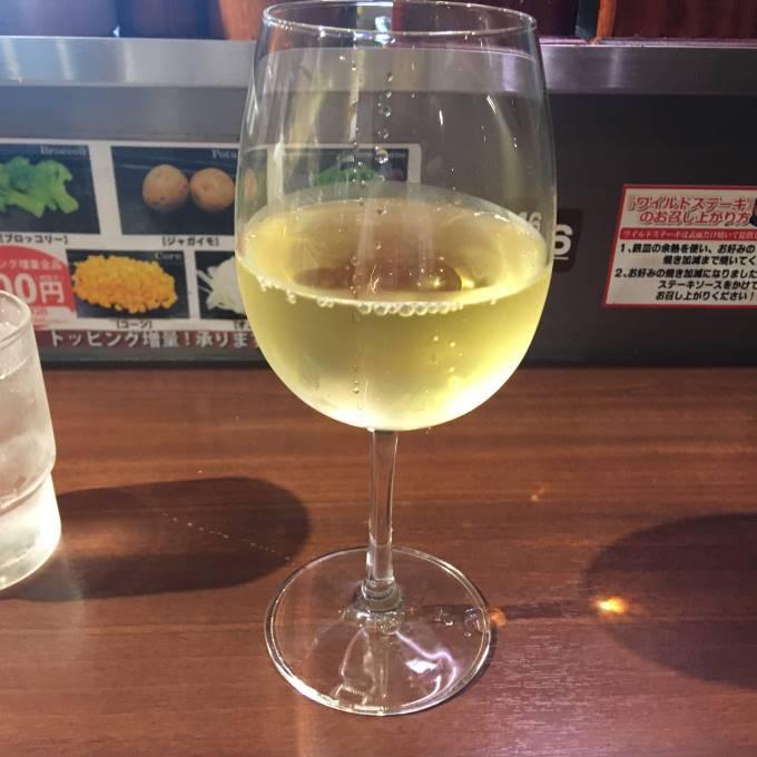 プラチナ肉マイレージカードで1杯無料の白ワイン