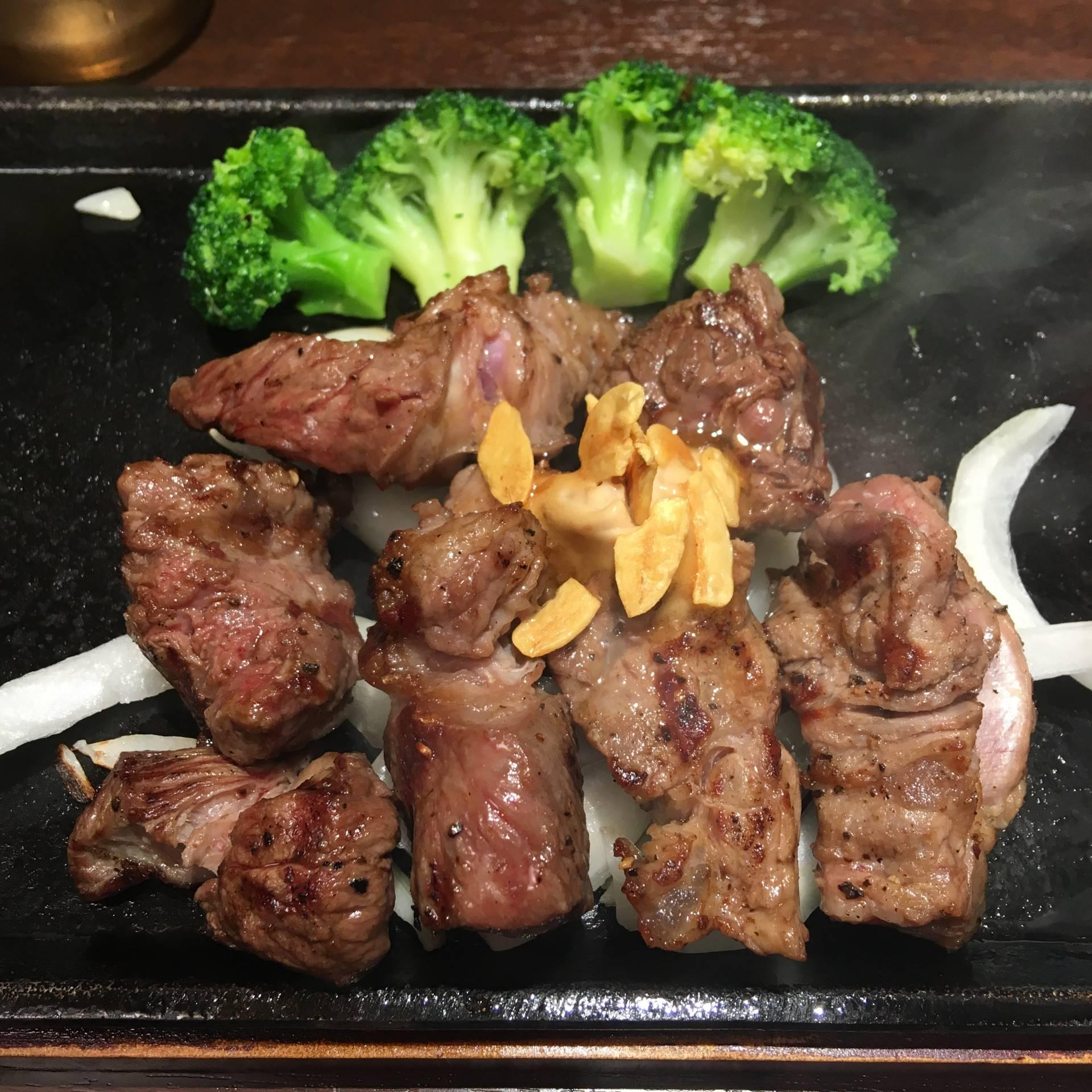 いきなり!ステーキ浅草店の乱切りカットステーキ200g
